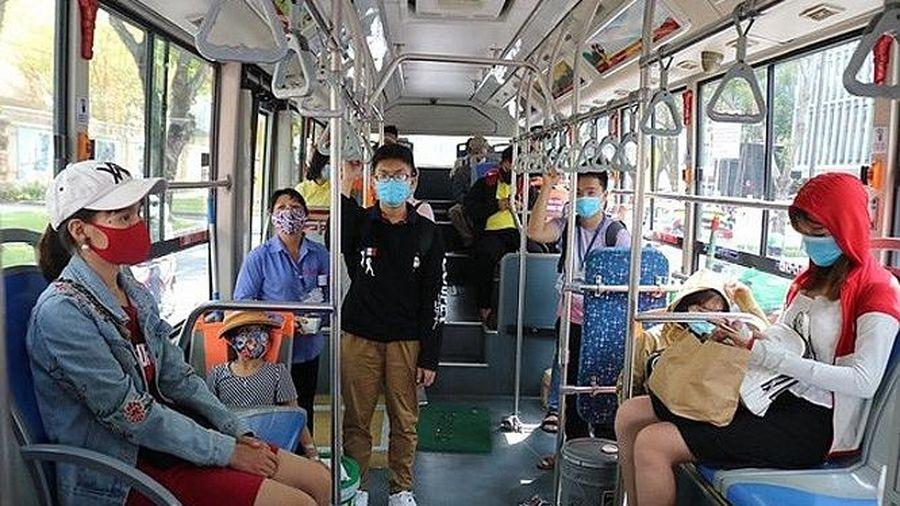 Từ chối phục vụ hành khách không đeo khẩu trang khi tham gia phương tiện giao thông công cộng