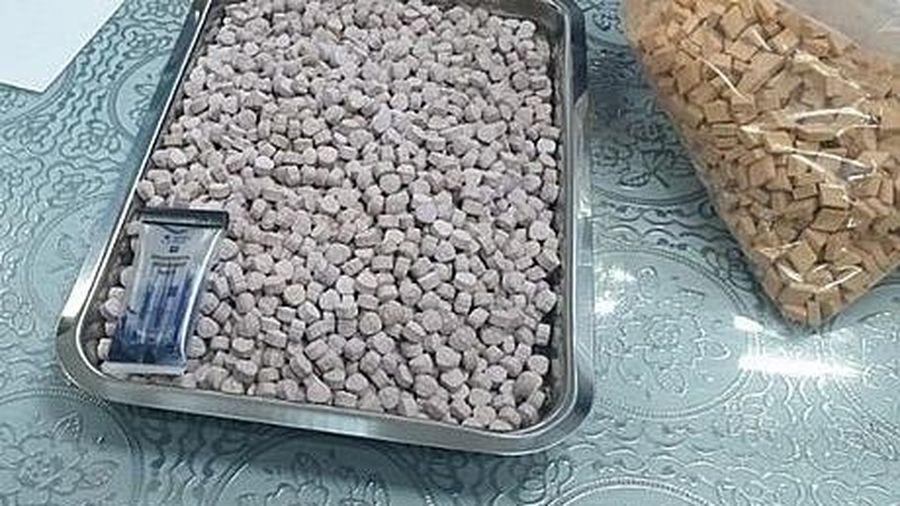 Phát hiện hơn 20kg ma túy giấu trong các lô hàng quà biếu