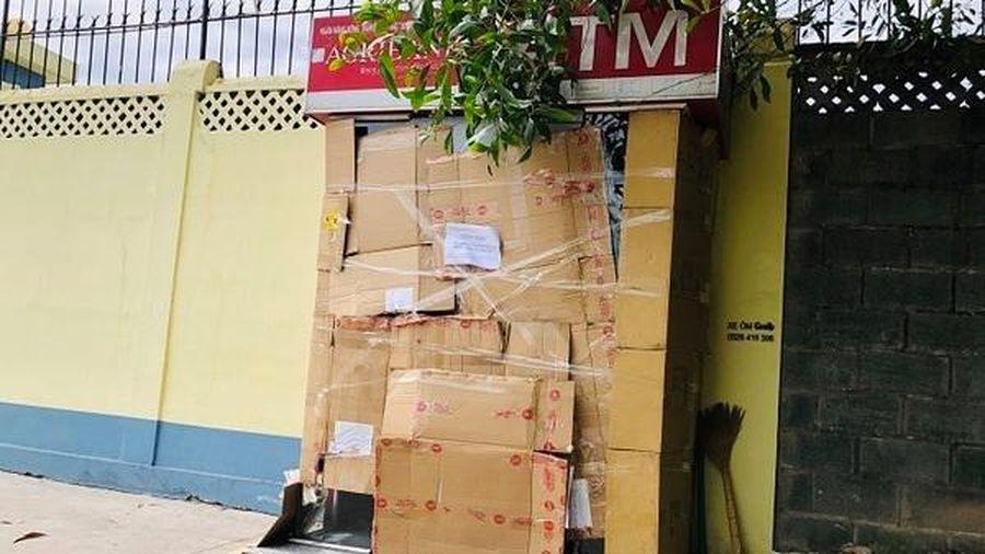 Thanh niên bịt mặt phá trụ ATM ở Bình Dương trộm tiền