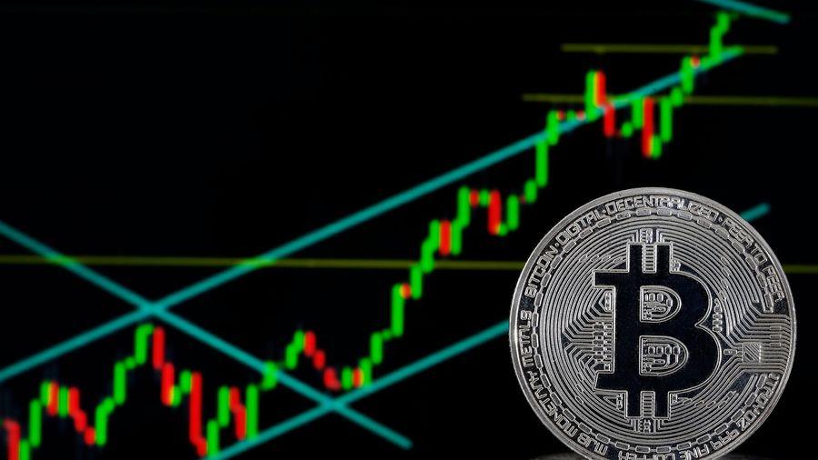 Giá đồng Bitcoin lần đầu chạm mức 19.000 USD sau 3 năm