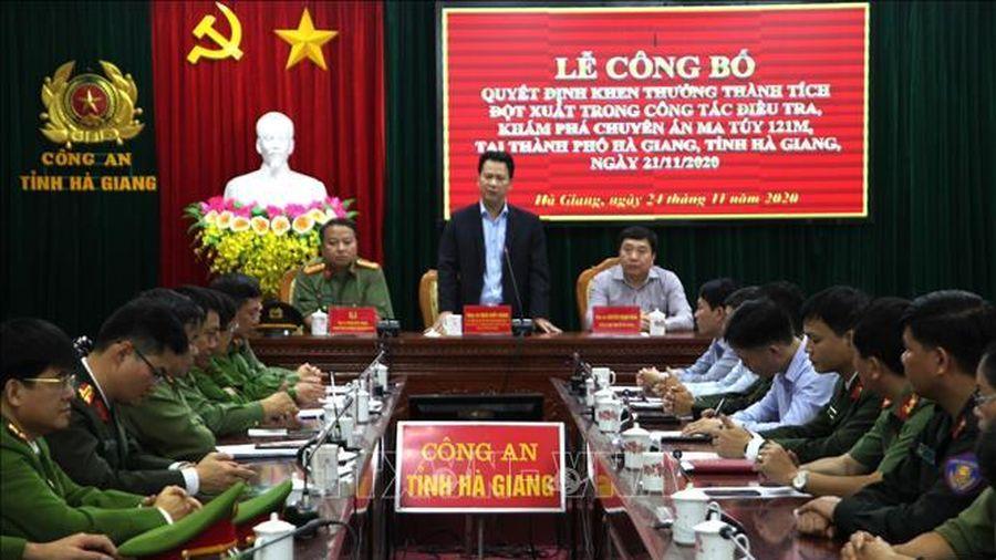Khen thưởng đột xuất thành tích phá chuyên án lớn về ma túy tại Hà Giang