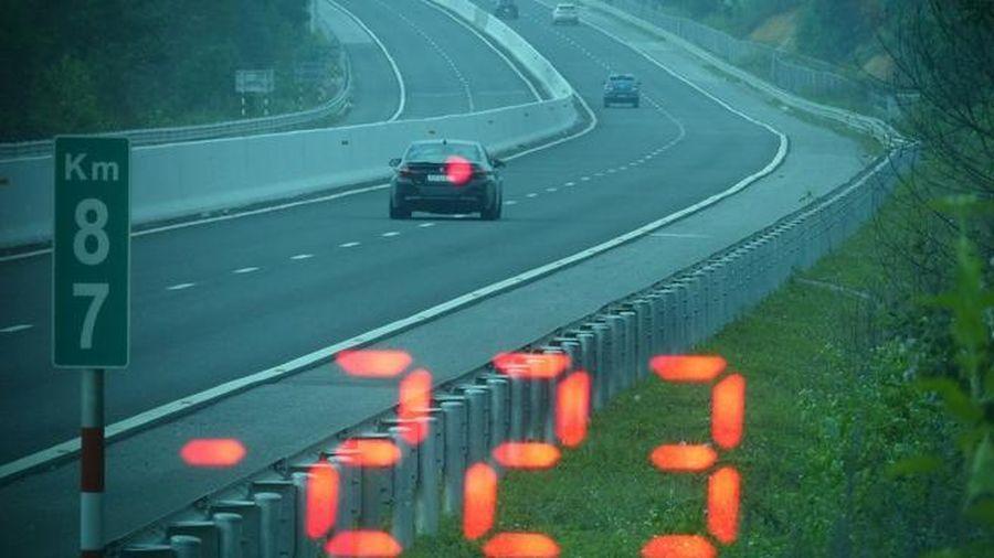 Điều khiển xe BMW 223 km/h trên cao tốc, tài xế bị xử phạt 11 triệu đồng