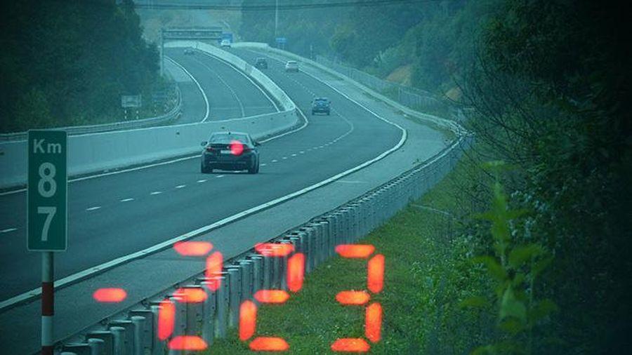 Tước bằng lái 3 tháng đối với tài xế điều khiển xe BMW chạy tốc độ 223km/h trên cao tốc