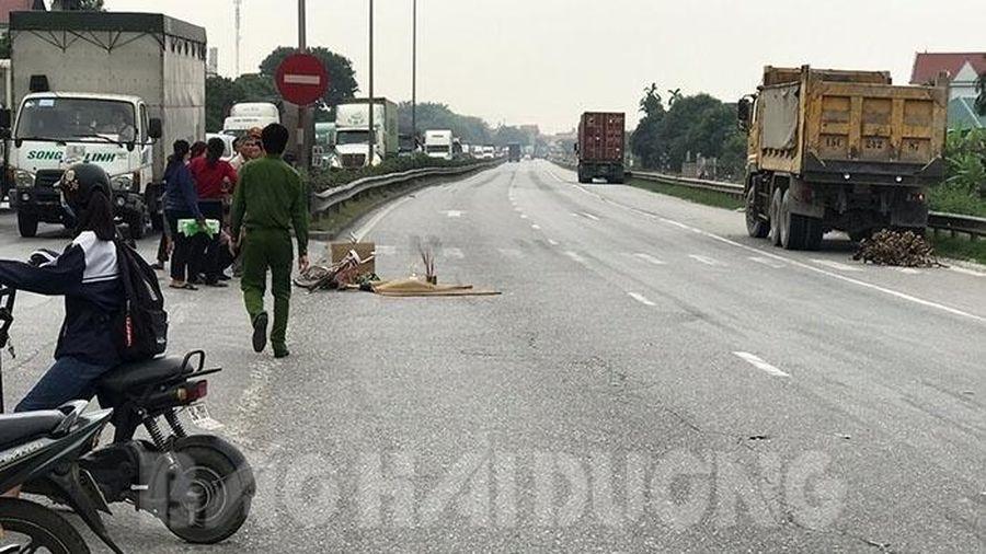 Tai nạn giao thông chiều 24/11: Bé gái 8 tuổi bị xe tải quay đầu đâm tử vong thương tâm