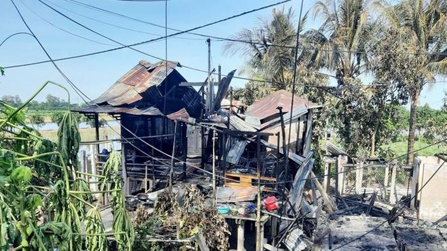 Công an An Giang hỗ trợ xây nhà mới cho các hộ gia đình có nhà bị cháy ở TP Châu Đốc