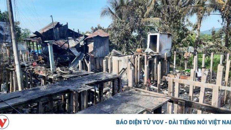 Bà 'hỏa' thiêu rụi 7 căn nhà ở thành phố Châu Đốc, An Giang