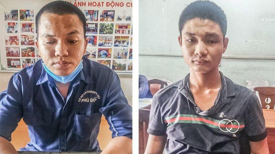 Bắt 2 nam thanh niên dí dao, cướp xe táo tợn ở TP.HCM