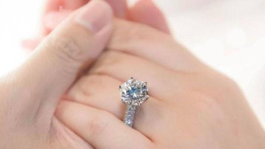 Phan Thành công khai chiếc nhẫn kim cương 'siêu to' dành tặng Primmy Trương trong lễ ăn hỏi sáng nay