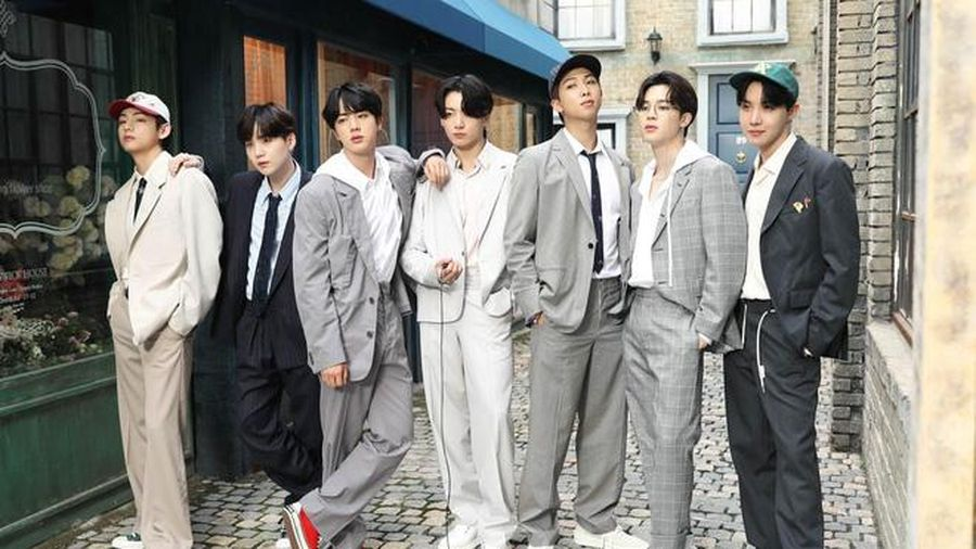 Knet 'phổng mũi' tự hào khi biết BTS nhận đề cử Grammy nhưng chiếm trọn spotlight là màn quăng điện thoại của RM