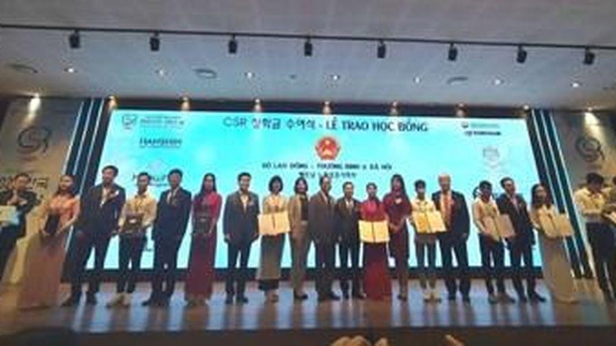 Doanh nghiệp Hàn Quốc trao 100 xuất học bổng tới sinh viên nghèo, học giỏi