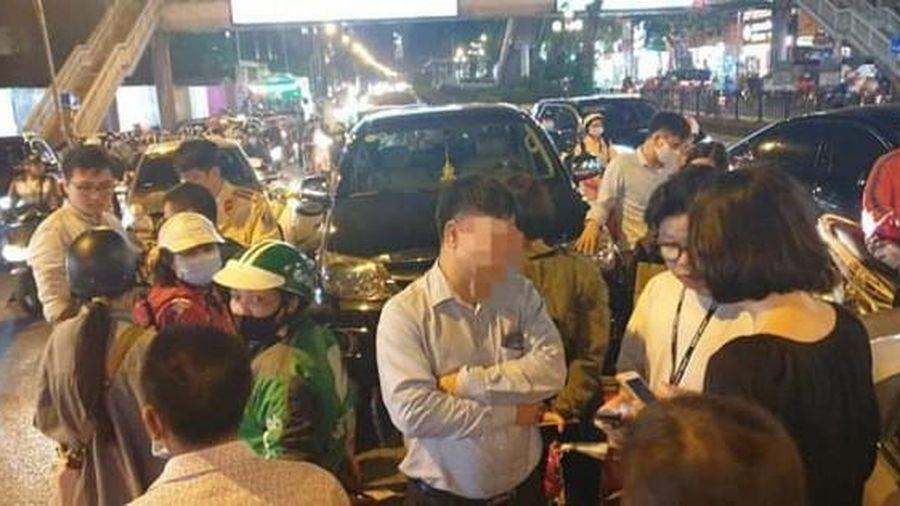 Tài xế Fortuner nghi uống rượu bia lái xe tông hàng loạt phương tiện