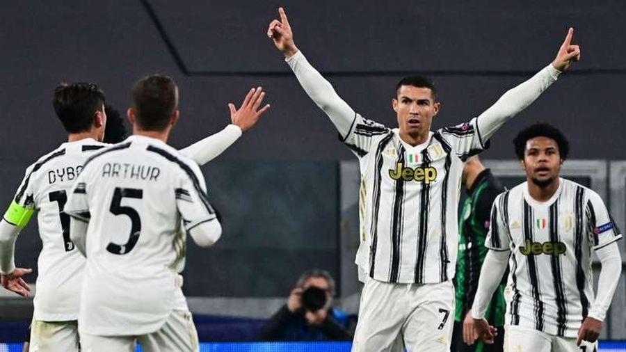 Kết quả Champions League hôm nay: Ronaldo và Messi dắt tay nhau đi tiếp