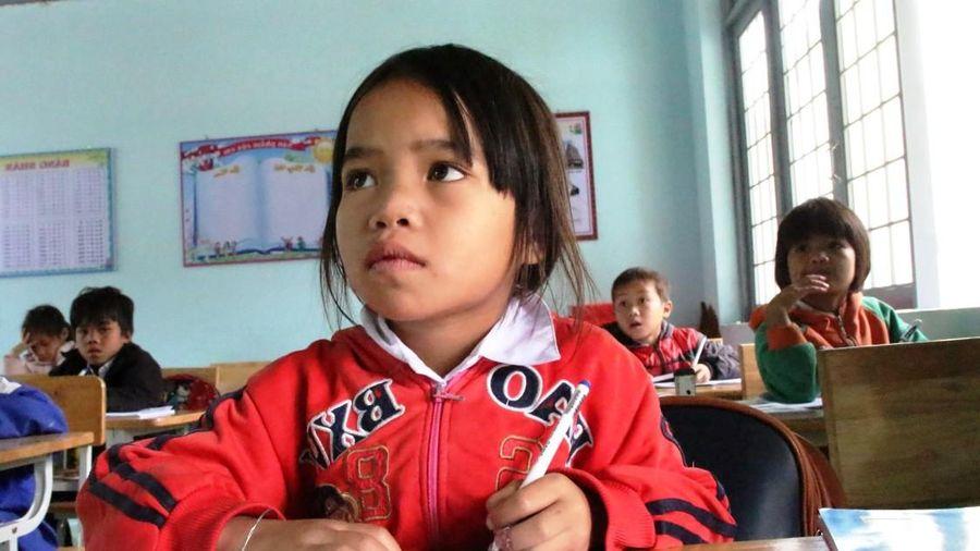 Hành trình đi tìm chữ của lũ trẻ làng Kon Pia