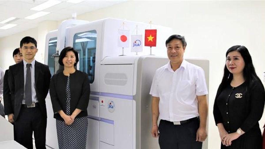 Nhật cung cấp cho Việt Nam thiết bị xét nghiệm ứng phó Covid-19