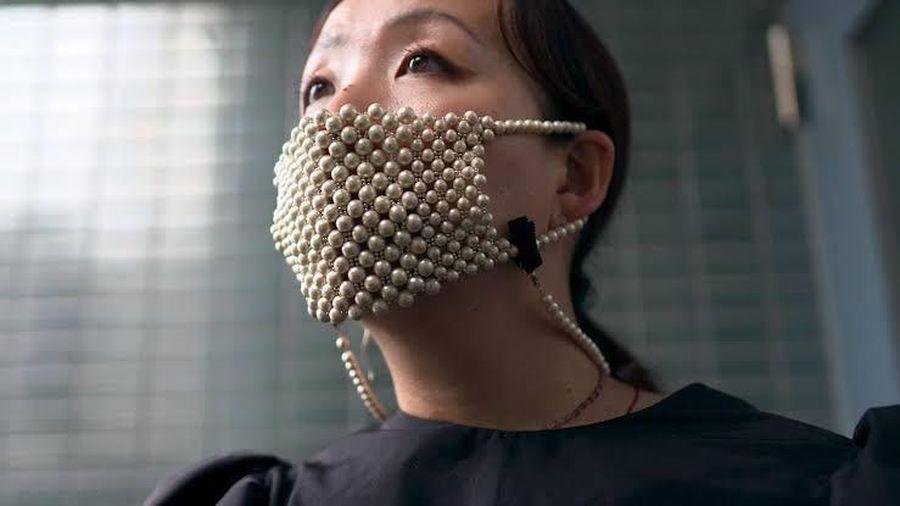 Nhật Bản tung ra thị trường khẩu trang kim cương và ngọc trai