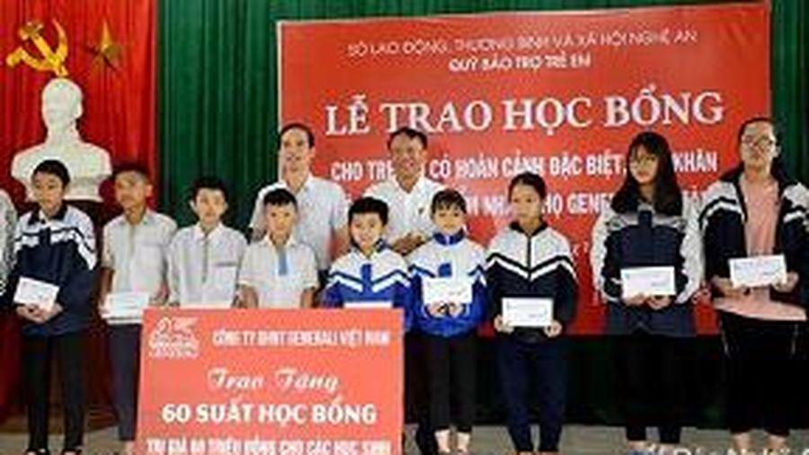 Nghệ An: Trao tặng học bổng cho trẻ em có hoàn cảnh đặc biệt khó khăn