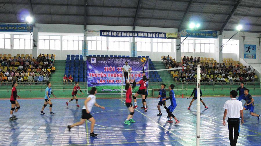 Tổ chức giao lưu bóng chuyền cho gần 1.000 sinh viên