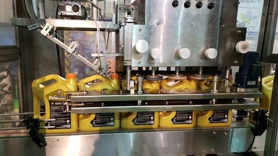 Hóa dầu Petrolimex: Sản xuất lô hàng dầu nhờn động cơ gốc tổng hợp cao cấp đầu tiên