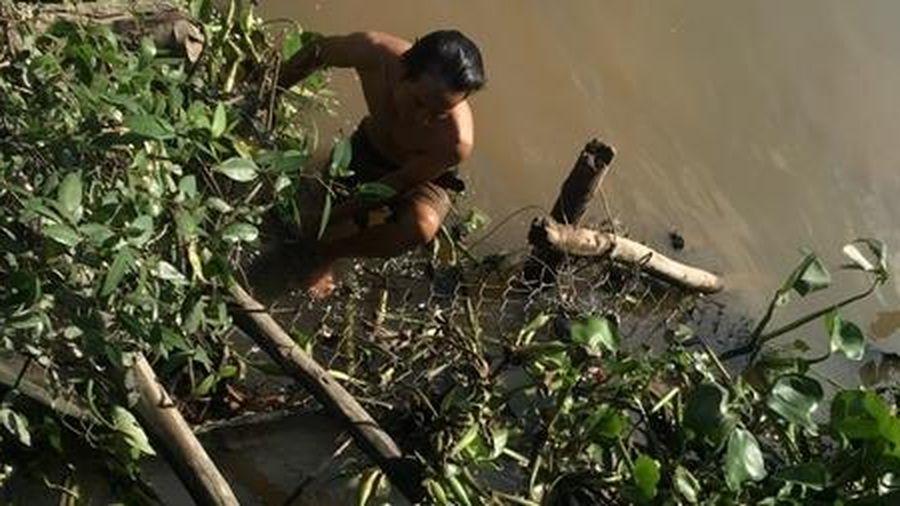 Hai thanh niên bị đuổi đánh nhảy xuống sông tử vong