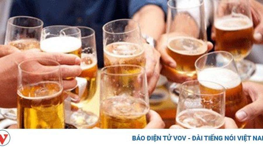 Phạt 'sếp' để nhân viên uống rượu, bia trong giờ làm việc: Ai giám sát, ai phạt???