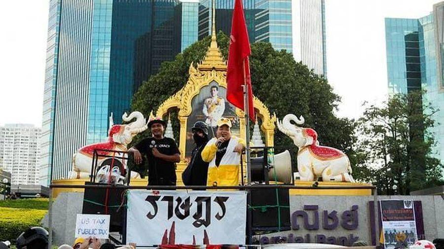 Người Thái Lan đòi Quốc vương từ bỏ tài sản hàng chục tỉ USD