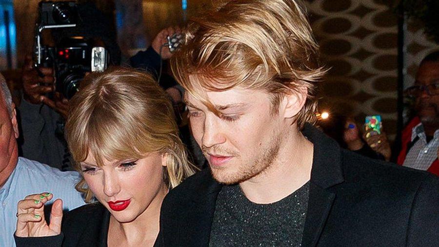 Bạn trai giúp Taylor Swift sáng tác hai ca khúc trong 'folklore'