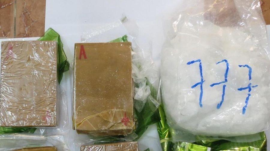 Người đàn ông 60 tuổi vận chuyển 10 kg ma túy