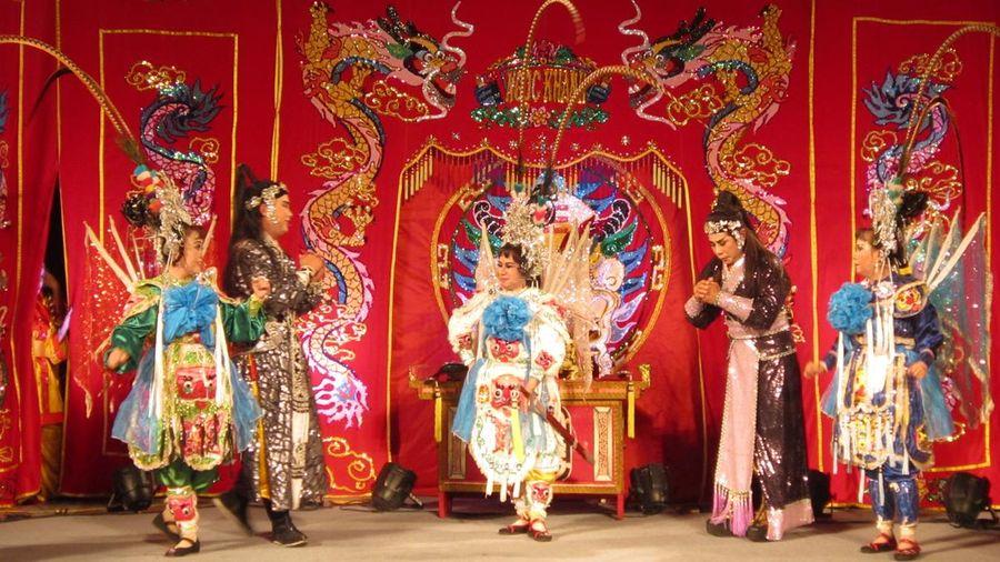 Hai sân khấu ngoài trời độc đáo của xứ Huế