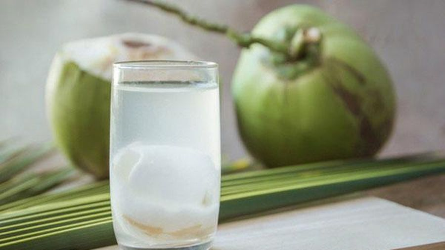 5 sai lầm khi uống nước dừa dễ gây đột quỵ, nhất là điều thứ 3 có đến 98% người thường làm