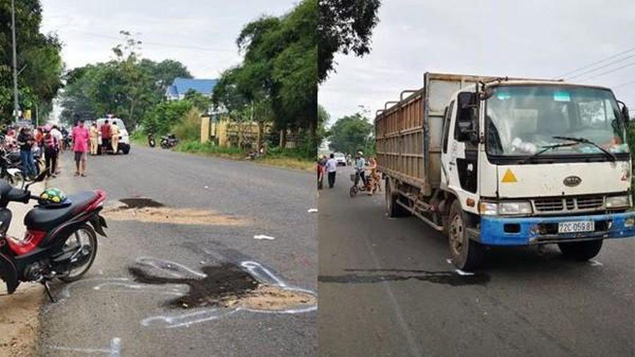 Hai nữ sinh bị ô tô tải đâm tử vong trên đường đến trường