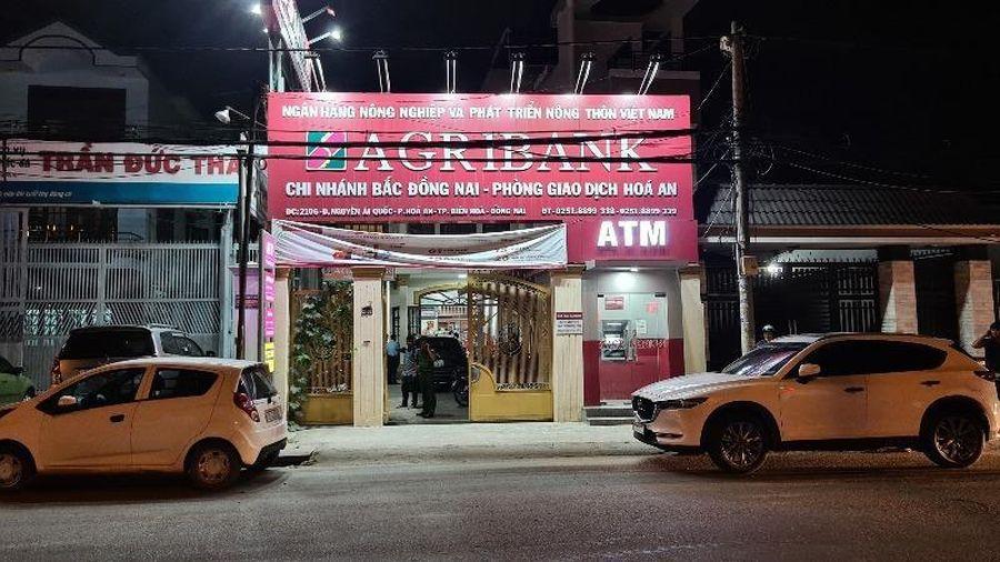 Dùng lựu đạn đe dọa cướp ngân hàng tại Đồng Nai