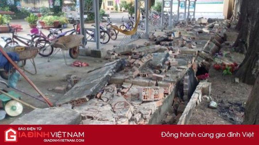 Đồng Nai: Sập tường rào 30m ở trường tiểu học, đè bẹp 20 xe đạp học sinh