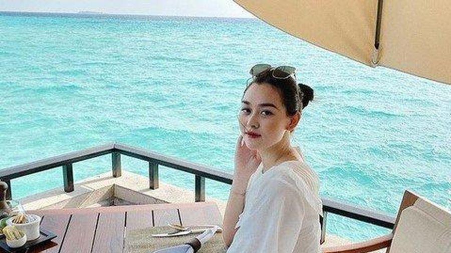 Sao Việt: Á hậu Tường San thông báo kết hôn ở tuổi 20