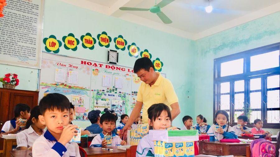 Hơn 35.000 phần quà từ Vinasoy tiếp sức học sinh vùng lũ tới trường