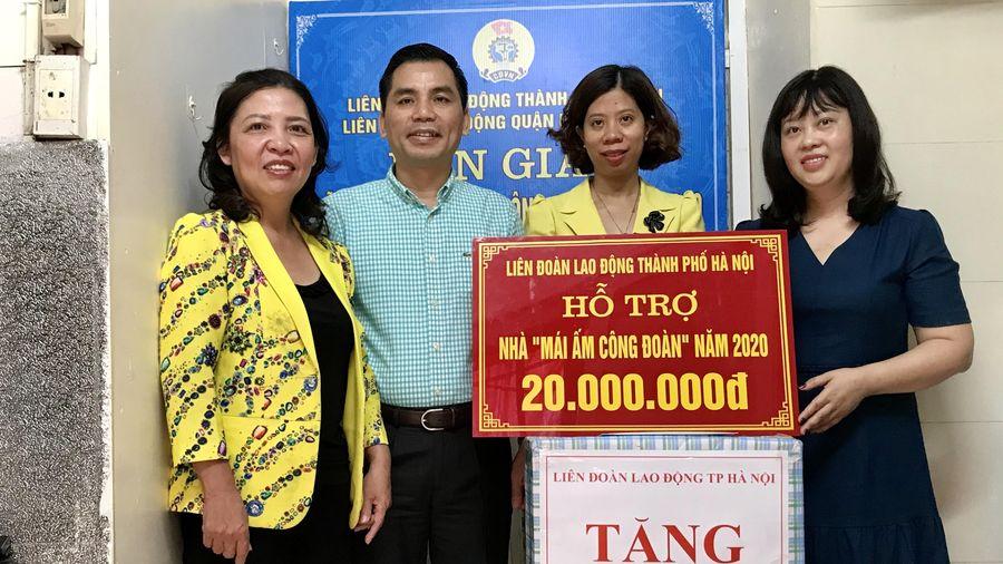 Trao hỗ trợ kinh phí sửa chữa 'Mái ấm Công đoàn' cho đoàn viên trường THCS Nguyễn Phong Sắc