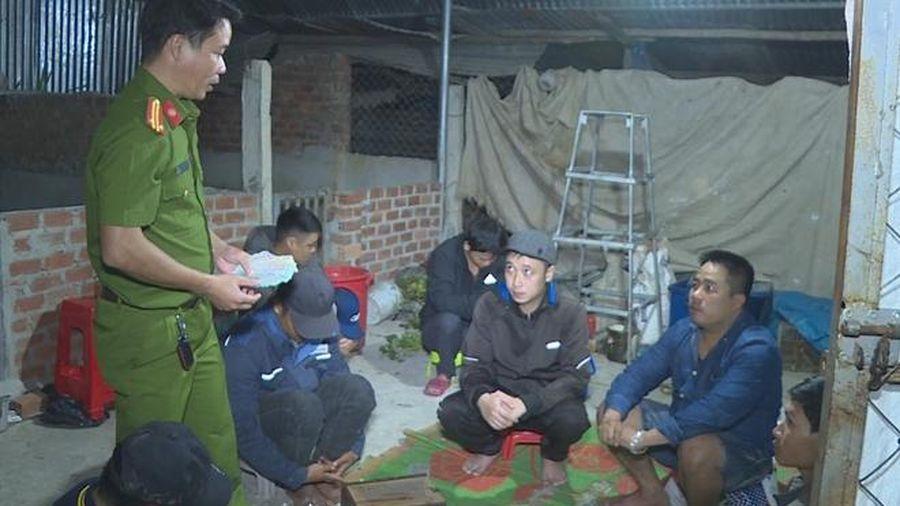 Đắk Lắk: Bắt quả tang nhóm người đang say sưa sát phạt trên chiếu bạc
