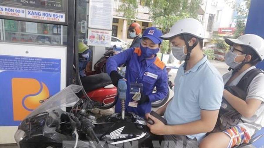 Giá xăng tăng hơn 600 đồng/lít