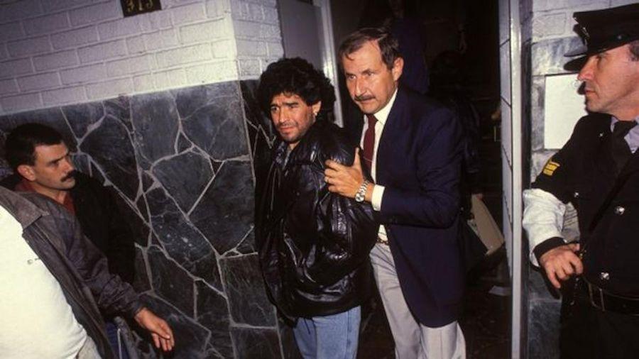 Maradona từng ăn tối với trùm ma túy khét tiếng nhất lịch sử cùng dàn chân dài tuyệt sắc