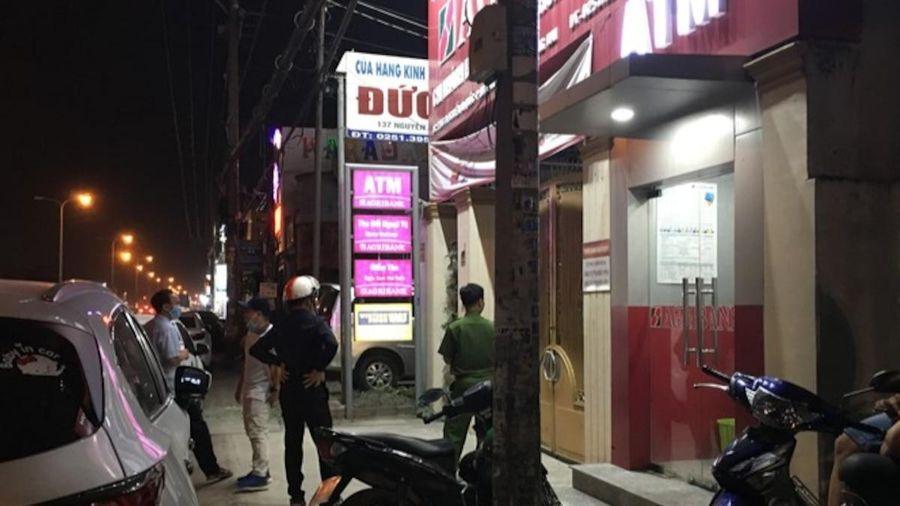 Nóng: Truy bắt đối tượng cầm hung khí xông vào cướp ngân hàng ở Đồng Nai