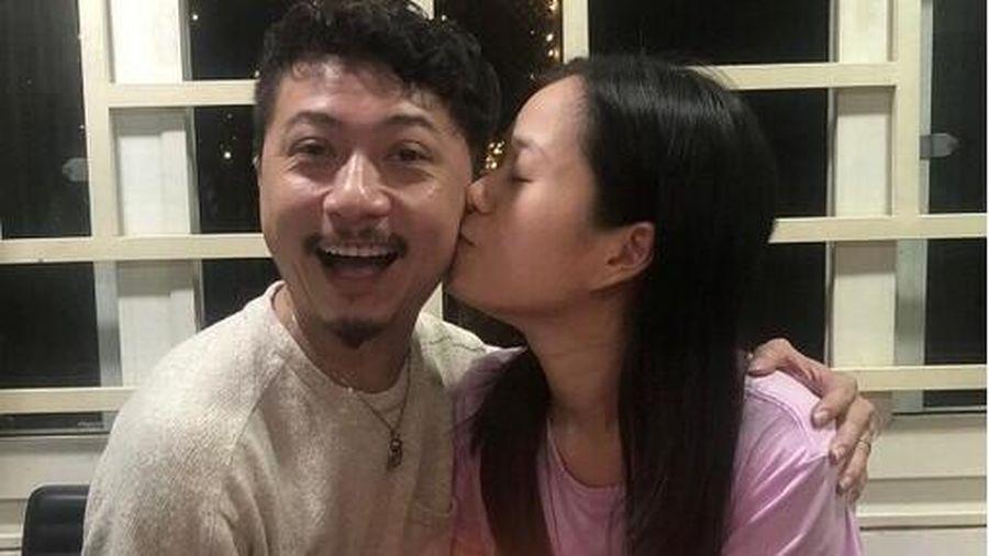 Lâm Vỹ Dạ - Hứa Minh Đạt trao nhau nụ hôn ngọt ngào trong tiệc sinh nhật
