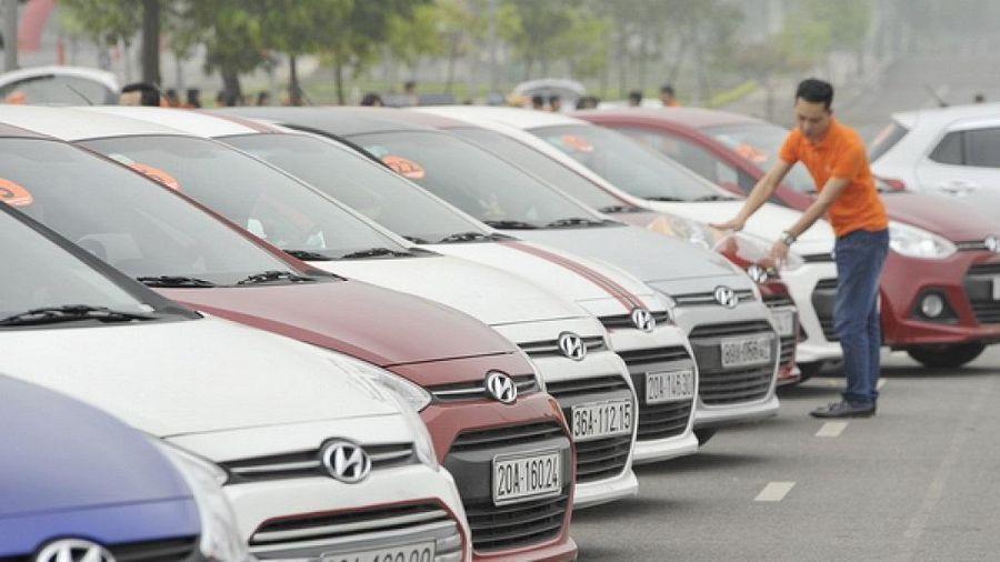 Ô tô ở Việt Nam đang 'cõng' bao nhiêu loại thuế, phí?