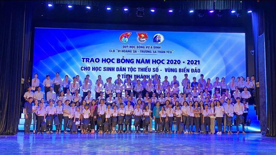 Trao 220 suất học bổng cho học sinh ở tỉnh Khánh Hòa