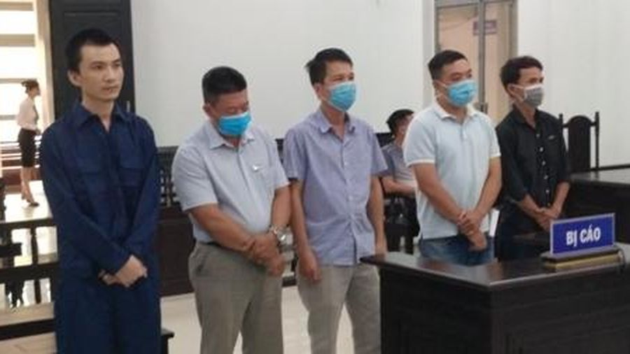 Hoãn xử vụ 'hô biến' người nước ngoài thành… người Việt Nam