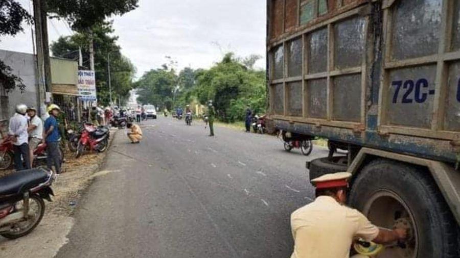 Va chạm với xe tải, hai nữ sinh lớp 10 chết thảm trên đường đến trường