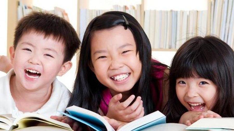Tiến sĩ đại học Mỹ chỉ ra 4 lời khen để nuôi dạy những đứa trẻ xuất sắc, chứng minh rằng con thành công nhờ cha mẹ động viên kịp thời
