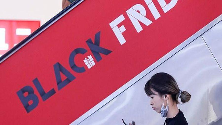 Đổ xô đi săn hàng giảm giá ngày 'Black Friday'
