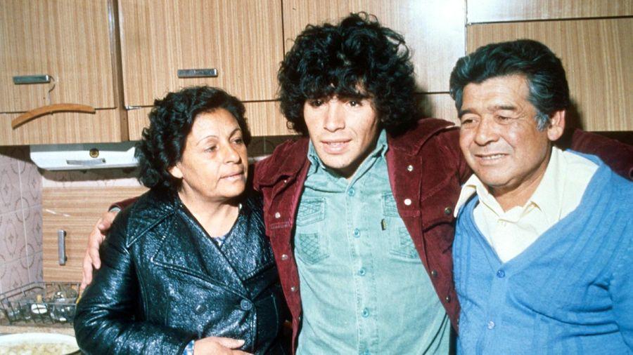 Xót xa cuộc phỏng vấn cuối cùng của Maradona nhớ về mẹ