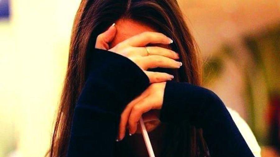 Bé gái 12 tuổi nói bị cha dượng cưỡng bức