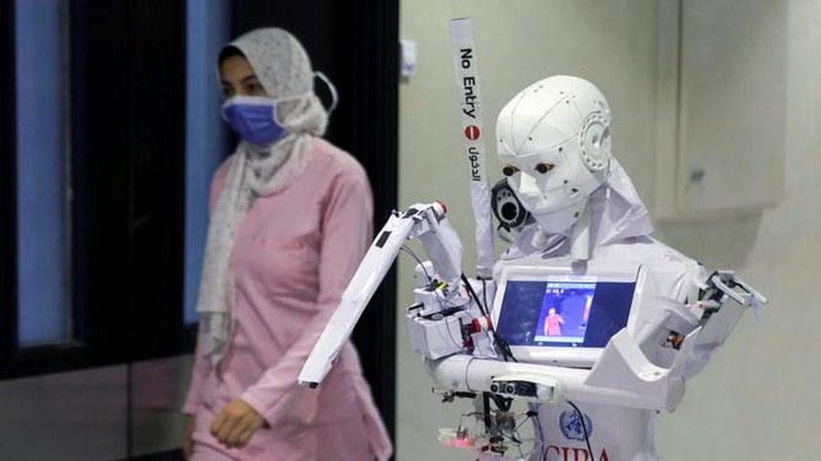 Ai Cập phát minh robot xét nghiệm Covid-19