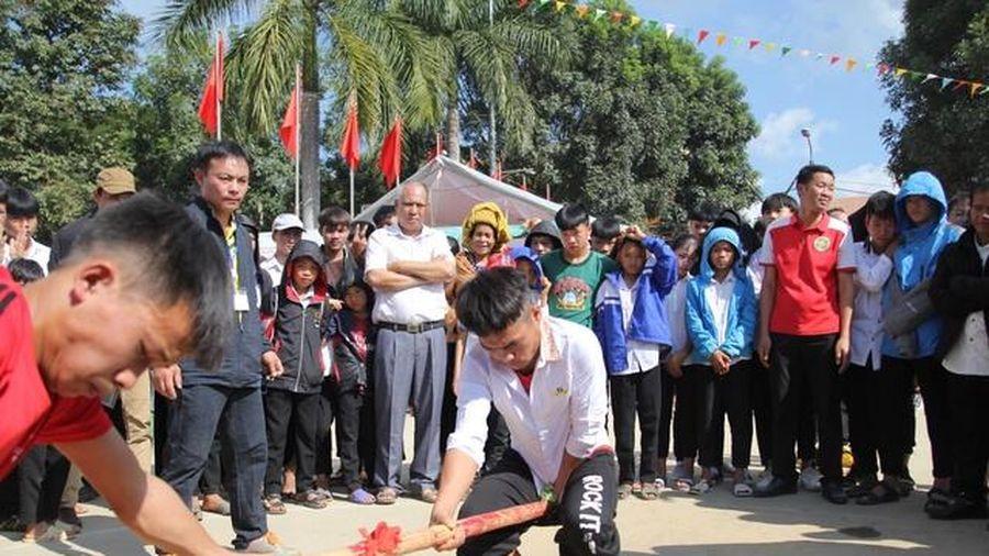 Học sinh vùng cao Điện Biên rộn rã trong Ngày hội văn hóa dân gian